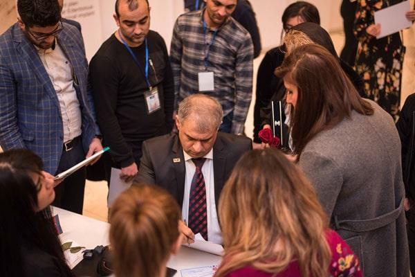 جناب آقای بابک مسلمی و تعدادی از دانشجویان آذربایجان