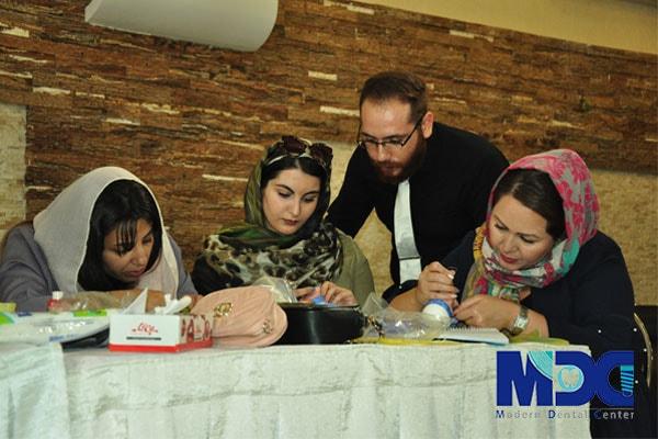 دانشجویان باکو در کلینیک دندان پزشکی مدرن