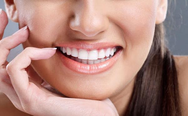 کامپوزیت دندان و تاثیر برندها روی هزینه درمان